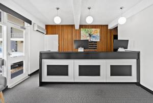 The lobby or reception area at Park Motor Inn