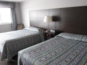 Кровать или кровати в номере Winsome Inn