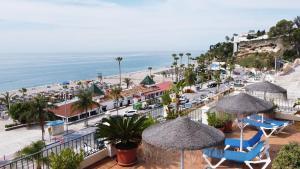 Utsikt över poolen vid Apartamentos HC Burriana Playa eller i närheten