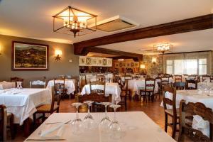 Un restaurante o sitio para comer en Hostería de Guara