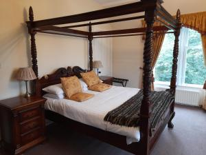 A bed or beds in a room at Glenorchy Lodge Hotel