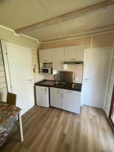A kitchen or kitchenette at Camping Monja