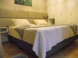 A bed or beds in a room at Hotel Pinheiros do Caracol