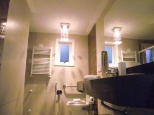A bathroom at Hotel Pinheiros do Caracol