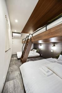 A bed or beds in a room at ALT STAY Azabudai - Vacation STAY 31654v