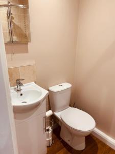 A bathroom at Boston Lodge