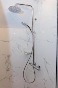 A bathroom at London Hotel