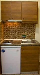 Кухня или мини-кухня в Studios Lampiris