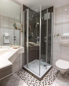 Een badkamer bij Hotel Germania