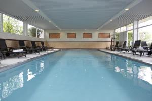Der Swimmingpool an oder in der Nähe von Ringhotel Posthotel Usseln