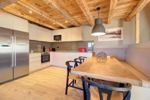 A kitchen or kitchenette at Casa Torreon by Totiaran