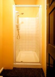 A bathroom at Inkerman Tavern