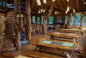 Un restaurant u otro lugar para comer en Laguna Condor - Refugio de Montaña