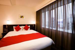 A bed or beds in a room at Daiwa Roynet Hotel Okayama Ekimae