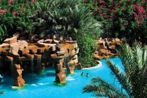 Uitzicht op het zwembad bij Baron Palms Resort Sharm El Sheikh (Adults Only) of in de buurt