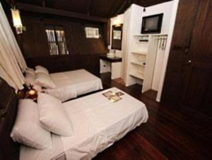A bed or beds in a room at Boracay Pito Huts