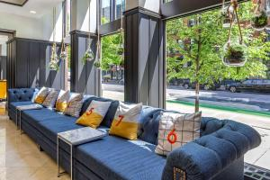 A seating area at Hotel Blake, an Ascend Hotel Collection Member