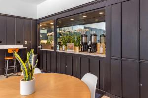 A restaurant or other place to eat at Hotel Blake, an Ascend Hotel Collection Member
