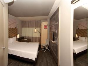 A bed or beds in a room at ibis Natal