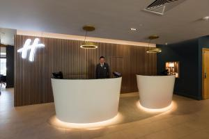 The lobby or reception area at Holiday Inn Cambridge, an IHG Hotel