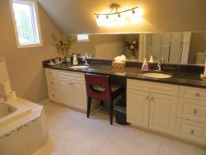 Кухня или мини-кухня в Wild Rose Bed & Breakfast