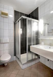 A bathroom at Hotel zur Prinzenbrücke