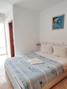 A bed or beds in a room at Apartments Kasalo Makarska