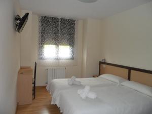 A bed or beds in a room at Pensión la Posada