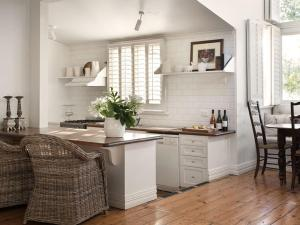 A kitchen or kitchenette at Beecroft House