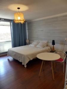 Cama ou camas em um quarto em Pied à terre du front de mer