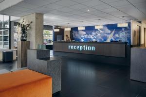 El vestíbulo o zona de recepción de Inntel Hotels Rotterdam Centre