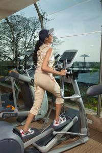 The fitness center and/or fitness facilities at Radisson Blu Hotel Ranchi