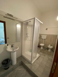 A bathroom at le ginestre in centro