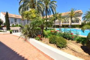 Vista de la piscina de Apartamento Golden Gardens o alrededores