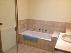 A bathroom at Australian Home Away @ Doncaster Elgar