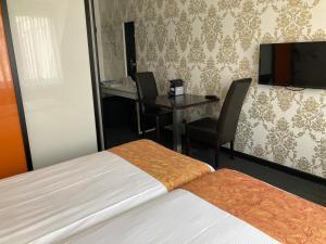 A bed or beds in a room at Fletcher Hotel-Restaurant de Witte Brug