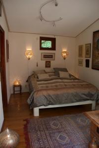 A bed or beds in a room at Villa de Nachtegaal