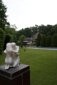 A garden outside Villa de Nachtegaal