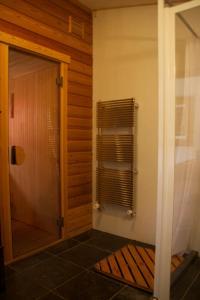 A bathroom at Villa de Nachtegaal