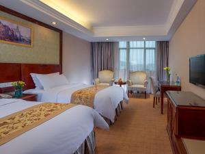 A bed or beds in a room at Vienna Hotel Guangzhou Airport 2