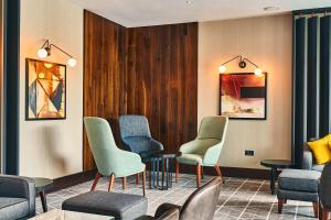 A seating area at Crowne Plaza Marlow, an IHG Hotel