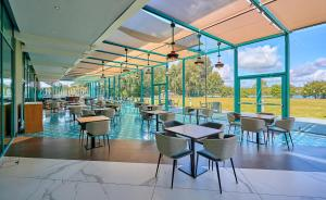 A restaurant or other place to eat at Crowne Plaza Marlow, an IHG Hotel