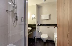 A bathroom at Crowne Plaza Marlow, an IHG Hotel