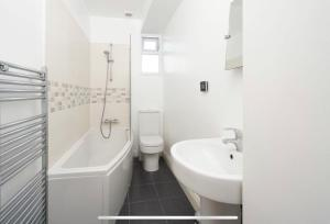 A bathroom at 35 mins to central London. 3 bedrooms. 2 bathrooms with garden