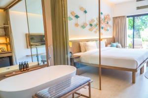 A bathroom at Sea View Koh Chang Pool Villas