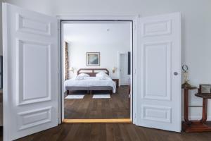 Een bed of bedden in een kamer bij Hotel Du Parc - Mulhouse Centre