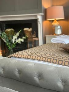 A bed or beds in a room at George and Dragon Hotel, West Wycombe