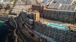 Een luchtfoto van Gloria Palace Amadores Thalasso & Hotel