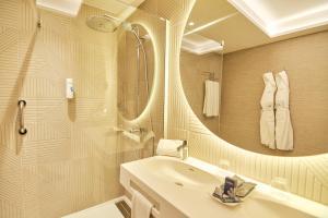 Een badkamer bij Gloria Palace Amadores Thalasso & Hotel