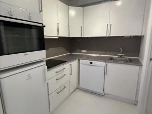 A kitchen or kitchenette at Next to Queens palace · Heart of CPH · Luxury